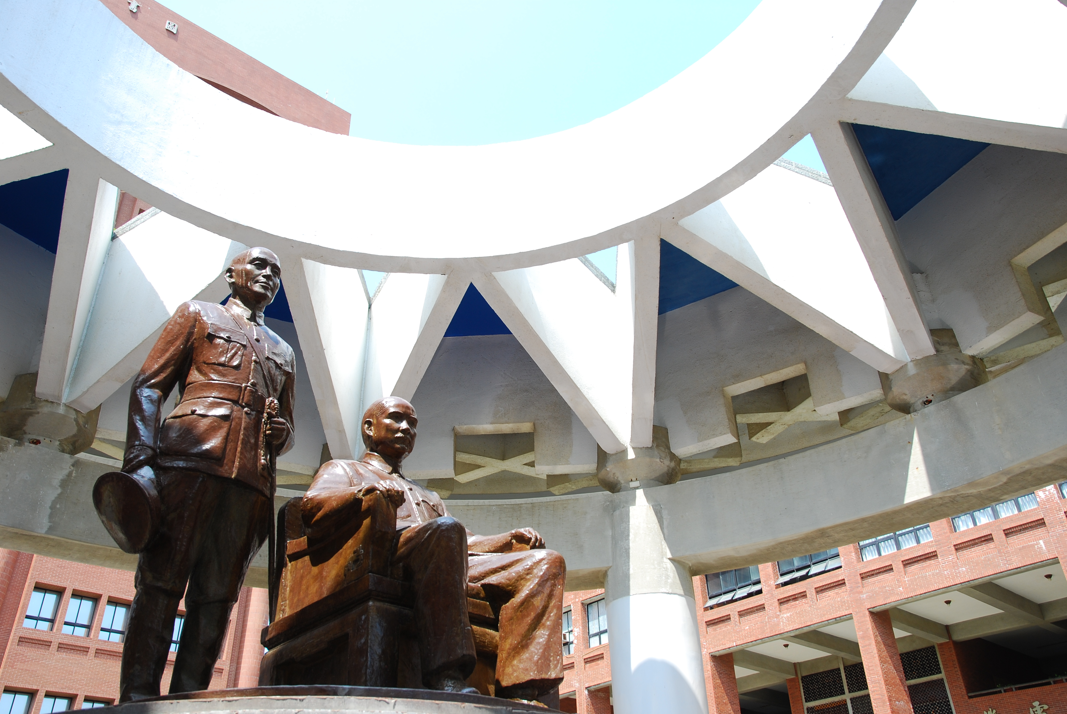 Statues of founding Father and former President Chiang Kai-shek [photo]