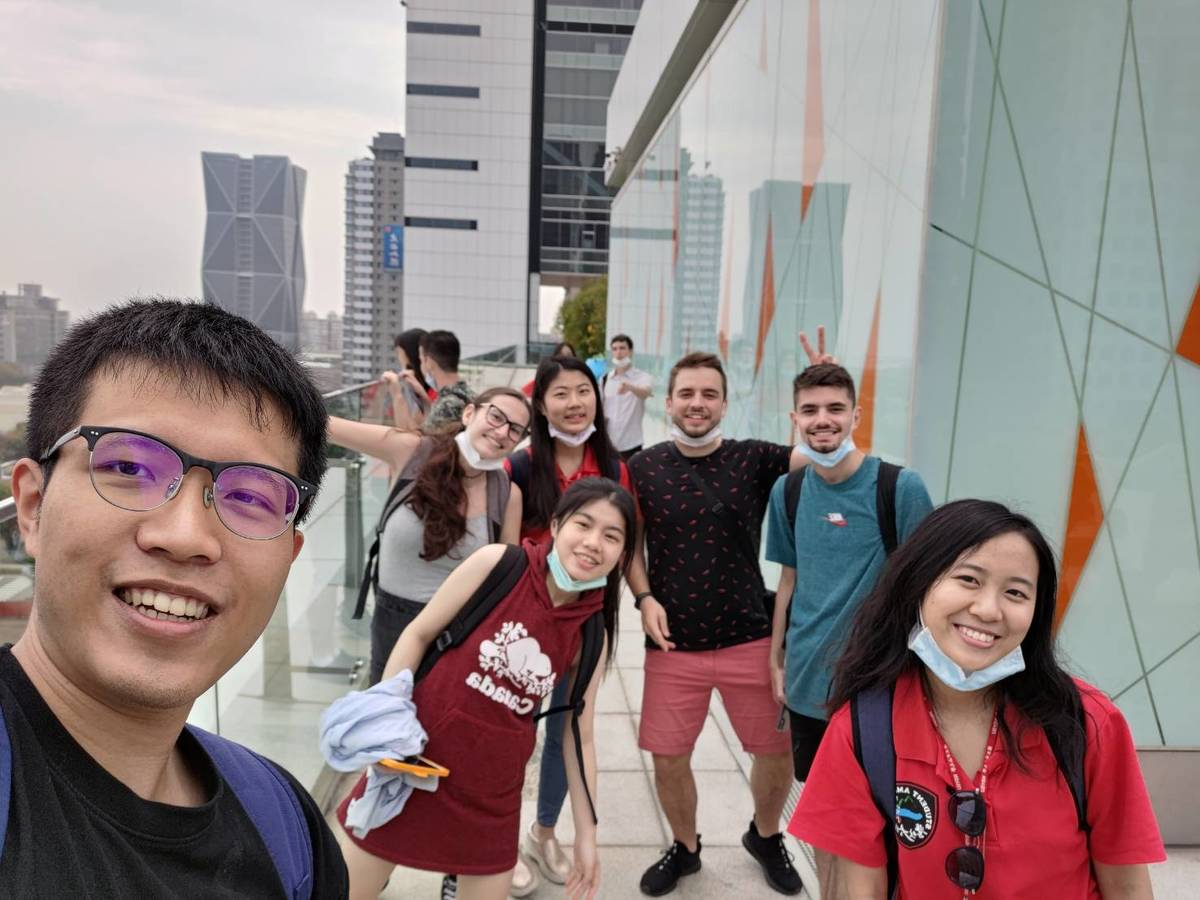 "Student ambassadors and buddies introduced Czech students on a tour and talked about the architecture of ""Asia New Bay Area"", including the characteristic Kaohsiung Public Library and its green building concept."