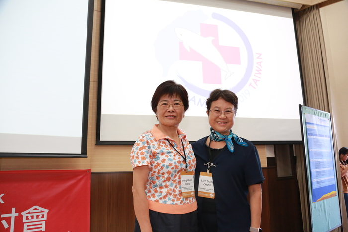 Lien-Siang Chou (on the right), professor at National Taiwan University and pioneer of the research on cetaceans in Taiwan, said that organizing this conference in Taiwan had been her dream for more than 25 years, and it has finally come true at NSYSU.