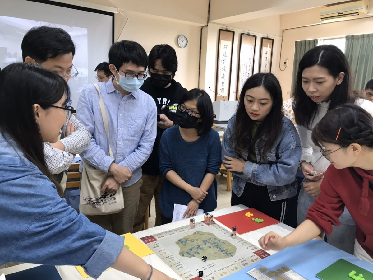 Students of Chinese Literature learn classical Chinese poetry with board games!