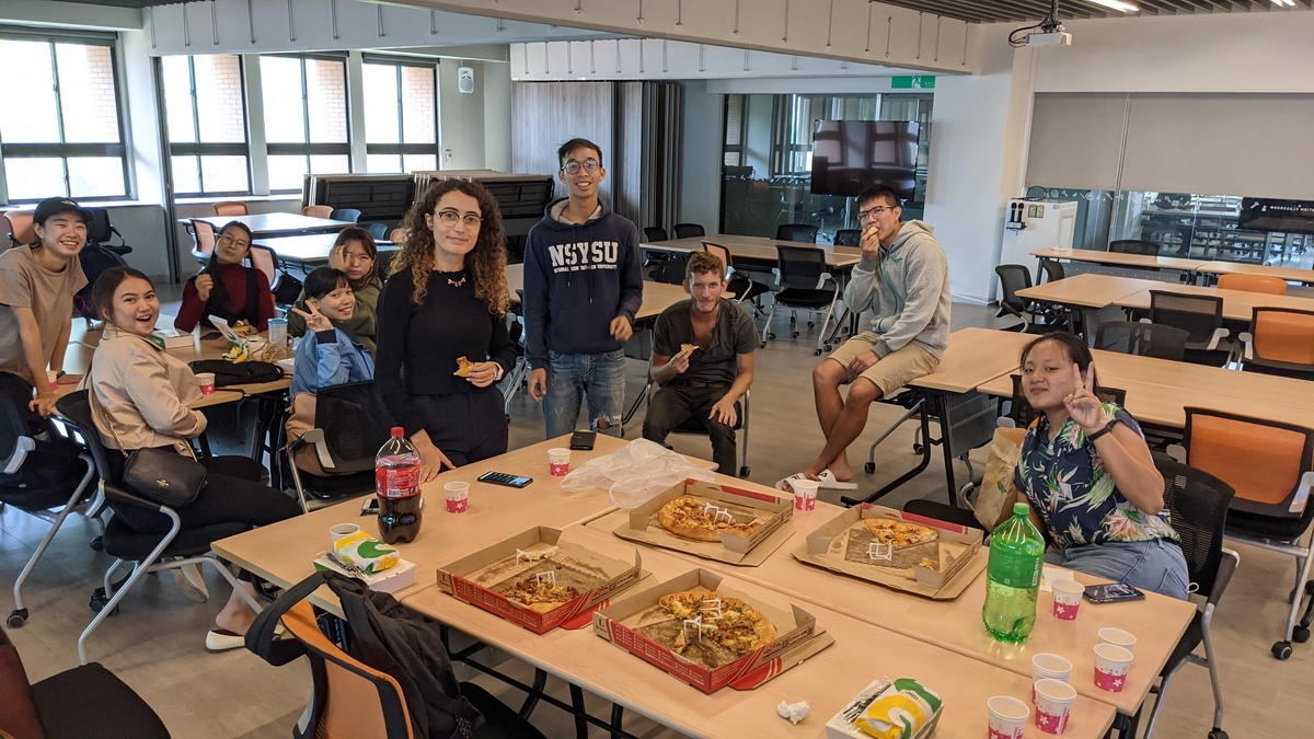 English Table creates bilingual environment on campus