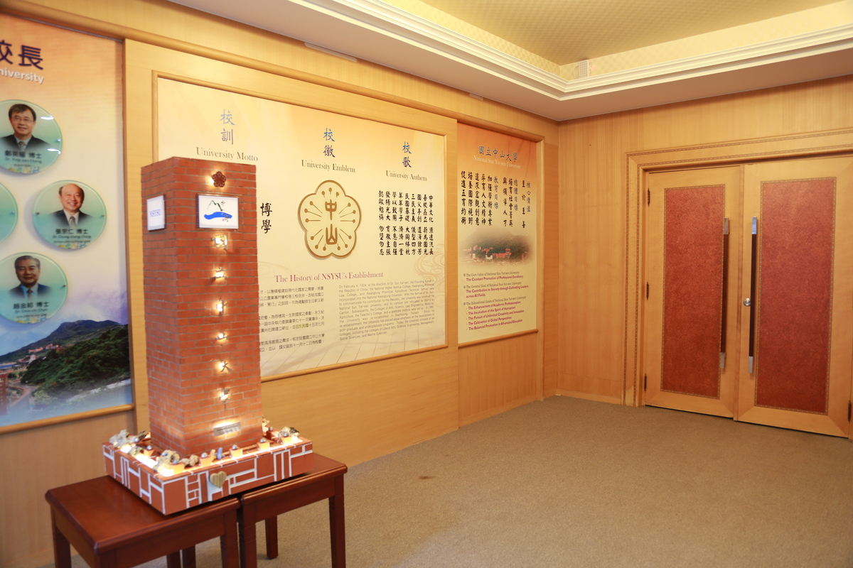 The 101 cm high 1:20 scale model of the University stele, hand made with tiny bricks, featuring the university's logo and its name in Chinese, and decorative lights