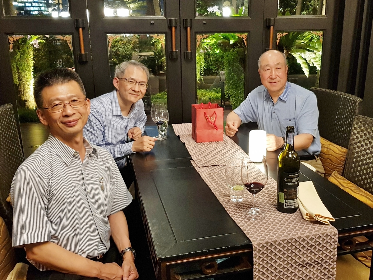 Dean Hwang (in the center) and Associate Dean professor Jui-Kun Kuo (on the left) with Sung Joo Park (on the left) – expert member for the Far East Asia region of the Eduniversal International Scientific Committee