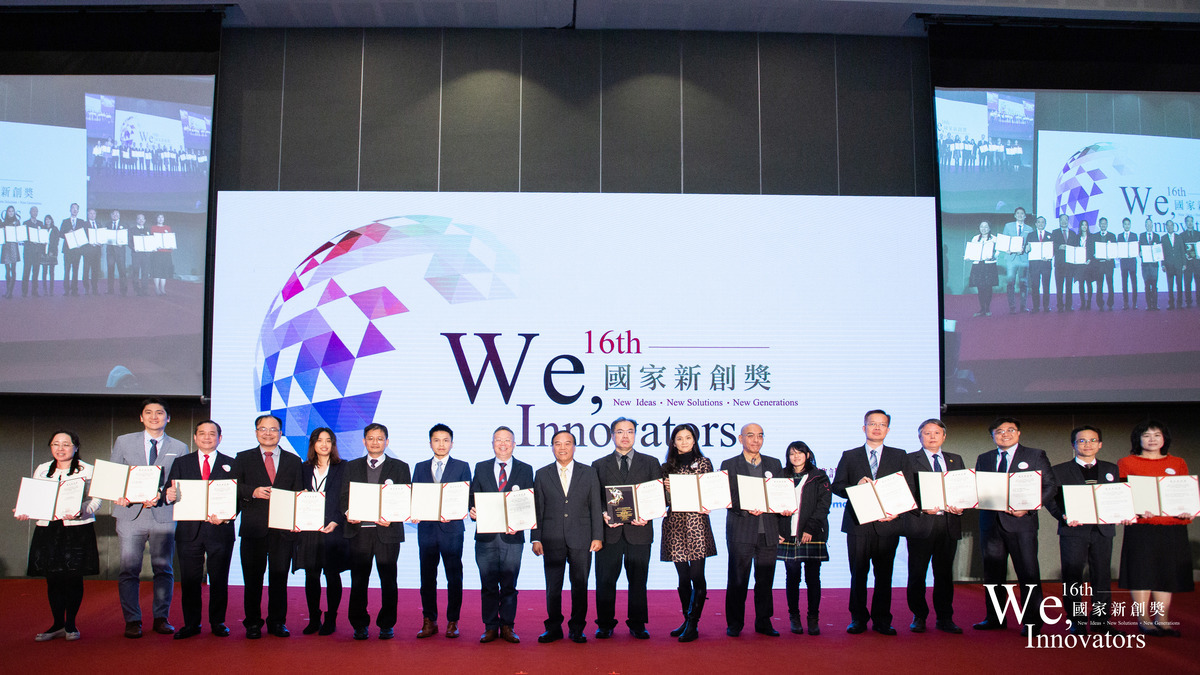 Academic and Research Innovation Award: Professor Zhi-Hong Wen (fifth from the right) won the National Innovation Advancement Award in the category of Agricultural and Food Biotechnology.