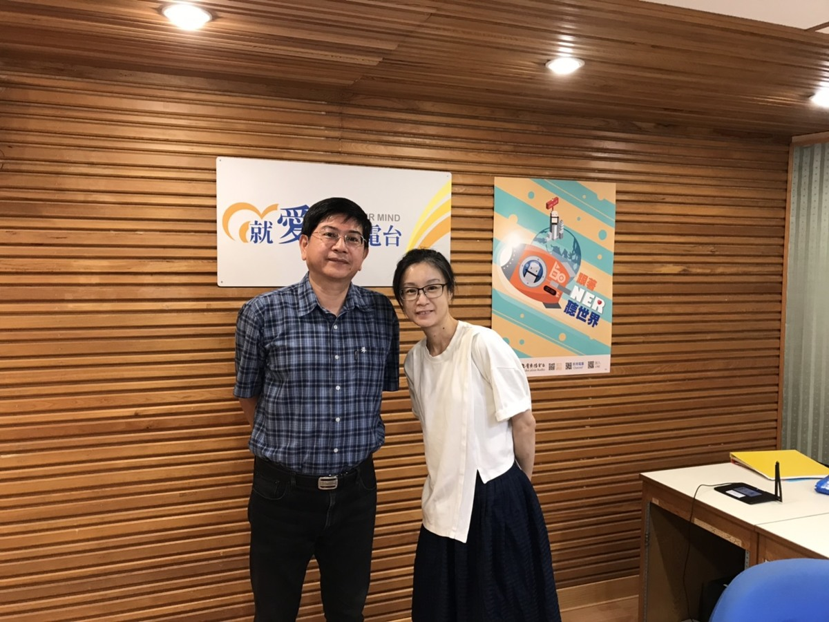 Director of the Center for Southeast Asian Studies Professor Hung-Jeng Tsai (on the left) talked about the challenges and strengths of the New Southbound Policy in an interview with National Education Radio