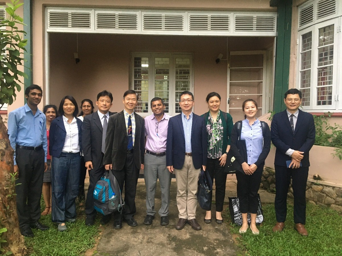 NSYSU Vice President for Research and Development Mitch Chou, team of the College of Science, Director (fifth from the right) of the International Relations Office, University of Peradeniya with his team